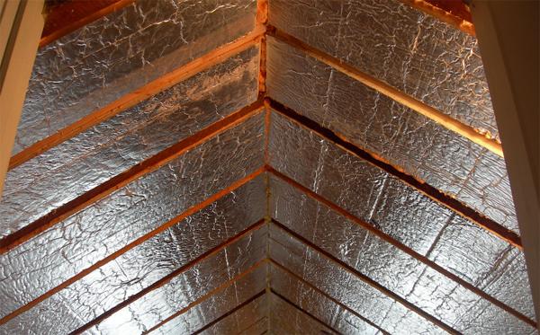 Утеплить потолок в доме деревянном