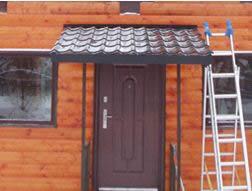 Крыльцо для частного дома из металла с крышей